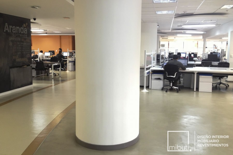 Oficinas aranda microcemento piso plata y gris 2 mibuti - Revestimiento de microcemento ...